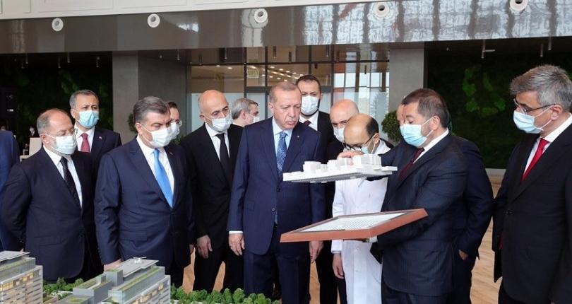 فيديو – الرئيس أردوغان يفتتح مدينة باشاك شاهير الطبية