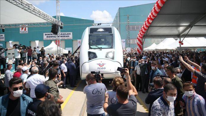 تركيا تبدأ باختبار أول قطار كهربائي محلي الصنع
