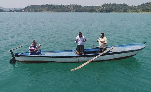 مقبرة تحت الماء في أضنة جنوب تركيا، يزورها الناس بقارب خشبي